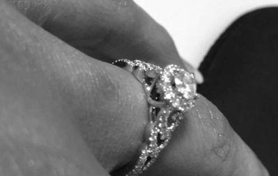 Cleondra showed off her wedding band on Instagram...